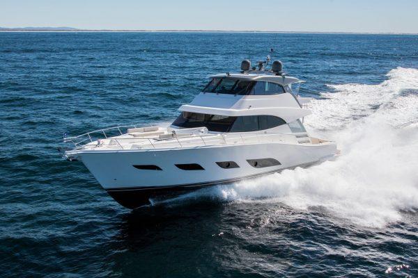 Riviera-72-Sports-Motor-Yacht-Running-03