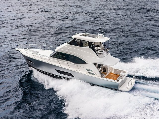 megamenuRiviera 54 Enclosed Flybridge 01
