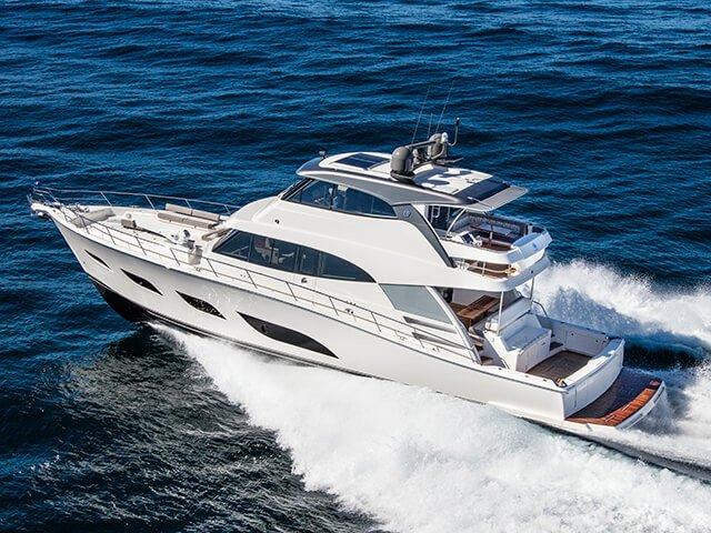 tinypng-Riviera 68 Sports Motor Yacht Running 01